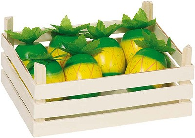 Holzkiste mit Ananasfrüchten