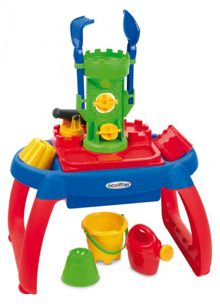 Sand- und Wasserspieltisch mit Sandspielzeug