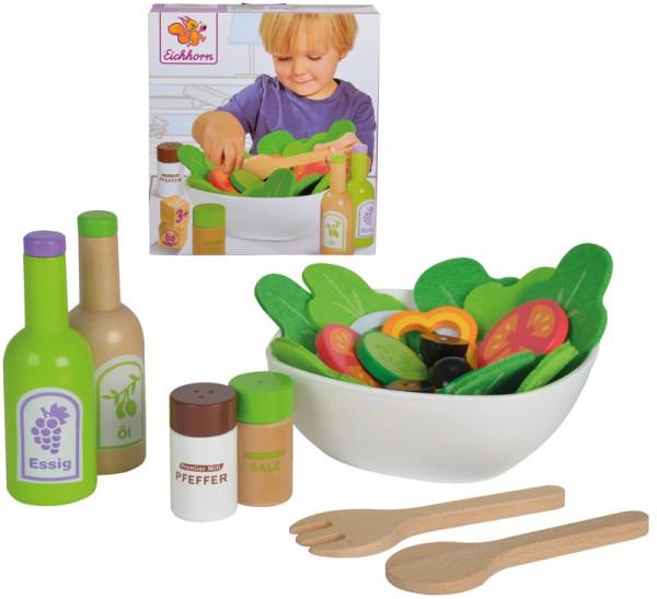 Schüssel mit Salat und Zubehör